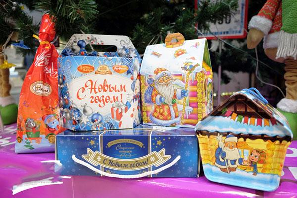 Подарки на Новый год детям школьного возраста и малышам детского сада. Новогодние сюрпризы для мальчиков и девочек